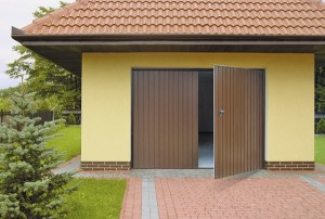 Классические распашные гаражные ворота